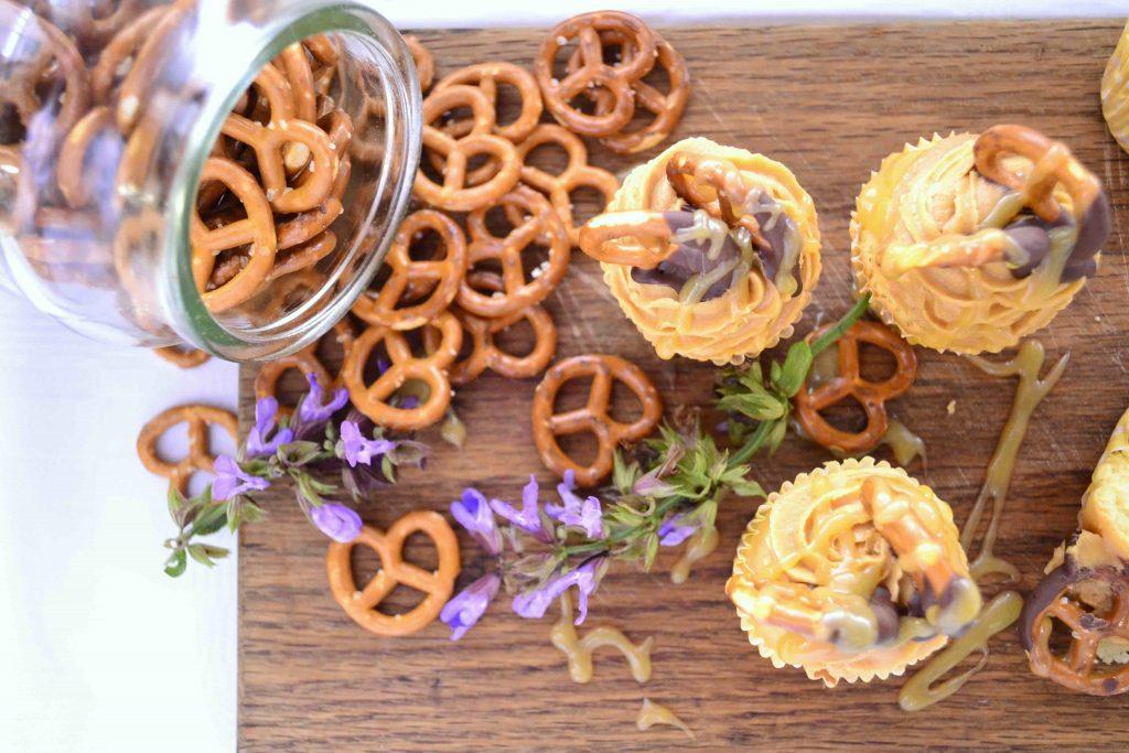 Peanut Butter and Caramel Pretzel Cupcakes